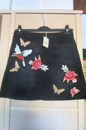 schwarzer Jeansrock mit Stickereien Gr. M