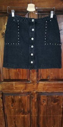 Schwarzer Jeansrock mit Verzierung