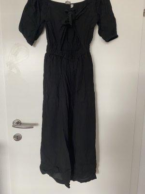 schwarzer Jumpsuit mit Ausschnitt
