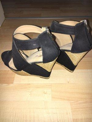 Schwarzer Keilabsatz Schuh von JustFab