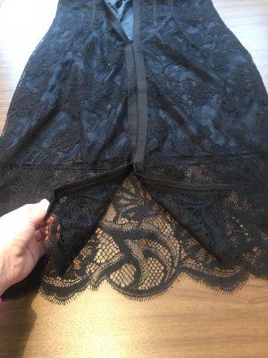 Schwarzer Kleid