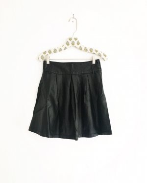 schwarzer leder rock / vegan leather / high waist / vintage / edgy / mini