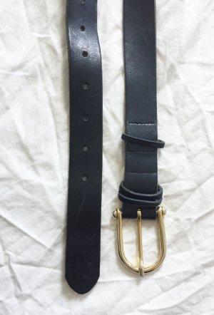 Schwarzer Ledergürtel mit goldfarbenen Schnalle von Zara