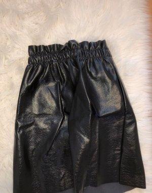 Schwarzer Lederrock aus Kunstleder