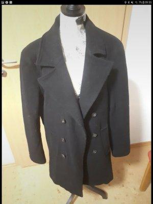 Schwarzer Mantel