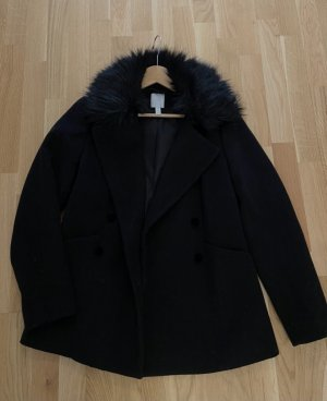 Schwarzer Mantel mit Fell Kragen