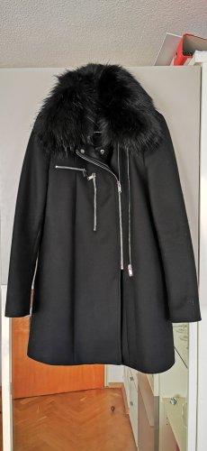 Schwarzer Mantel mit Fellkragen und Zipper-Elementen - ZARA