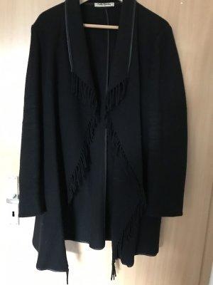 Schwarzer Mantel mit franzen