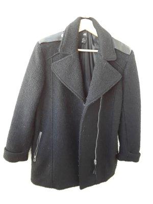 schwarzer Mantel mit Lederaplikationen