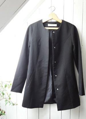 Schwarzer Mantel von Jacqueline de Yong