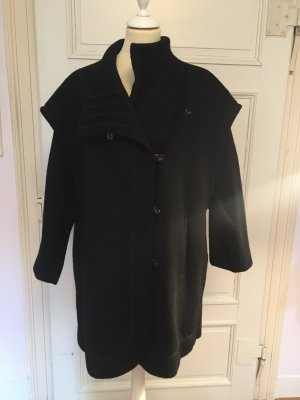 Schwarzer Mantel von Trachtenmeister