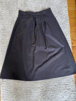Schwarzer Midirock von Zara