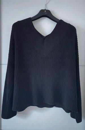 schwarzer Na-kd Pullover