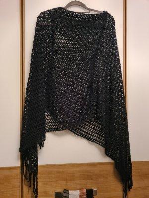 Madonna Poncho negro