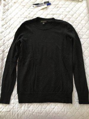 Schwarzer Pullover aus Merinowolle