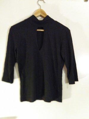Schwarzer Pullover mit Ausschnitt (S. Oliver)