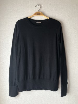 Schwarzer Pullover mit Cut Outs
