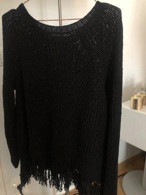 schwarzer Pullover mit Fransen