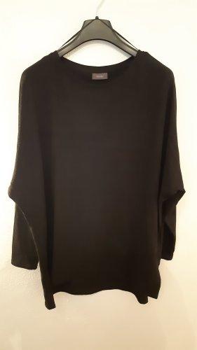 Schwarzer Pullover mit Glitzergarn