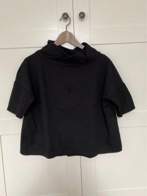 Schwarzer Pullover mit kurzen Ärmeln und Stehkragen