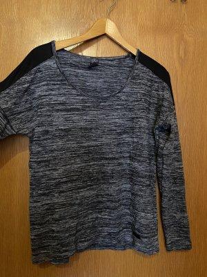 Schwarzer Pullover mit Schulter Verzierung