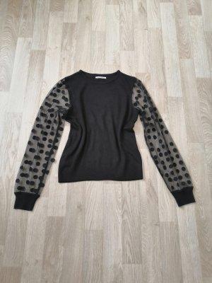 Schwarzer Pullover mit transparenten Ärmeln