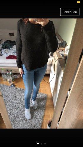 Schwarzer Pullover mit Zip