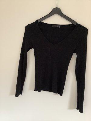 Schwarzer Pullover von Bershka Größe 36 mit V-Ausschnitt