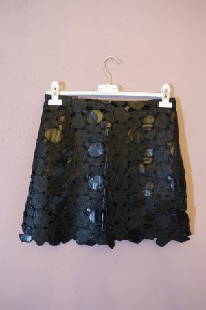 schwarzer rock aus kunstleder, zoe jordan, gemustert