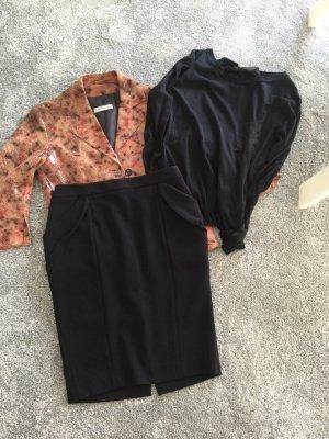 Schwarzer Rock knielang mit aufgesetzten Taschen