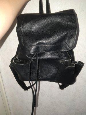 schwarzer Rucksack mit Schnürung