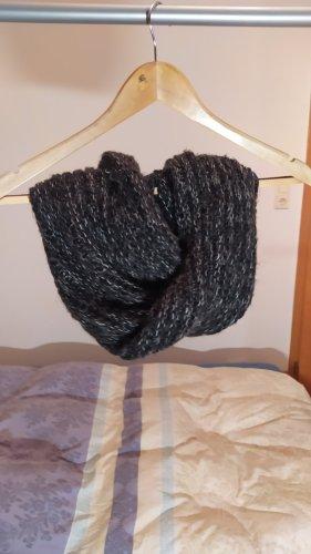 Szydełkowany szalik czarny Poliakryl