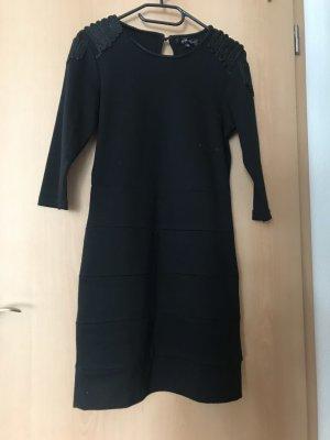 Schwarzer Schichten Kleid