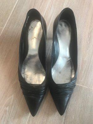 Schwarzer schicker Schuh