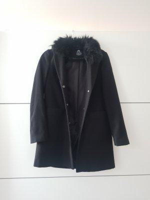 Schwarzer schlichter eleganter Mantel