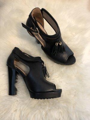 Schwarzer schöner Schuh