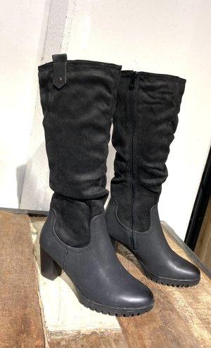 Schwarzer  Stiefel mit leichter Traktorsohle