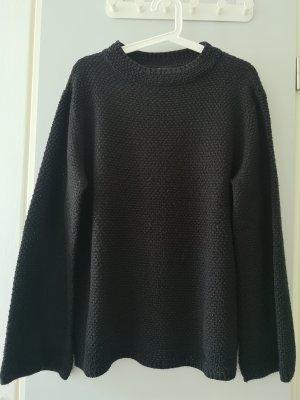 schwarzer Strickpullover