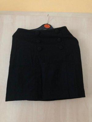 Schwarzer Taillenrock mit Knöpfen