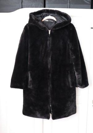 Schwarzer Teddy Pelz Fake Fur Mantel von Zara Größe XS S 36 38