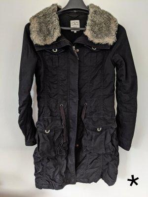 Schwarzer Wintermantel von Tom Tailor