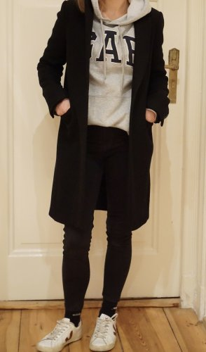 Schwarzer Wollmantel von Zara