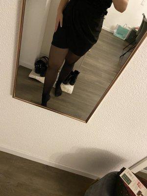 SchwarzerRock mit hoher Taille