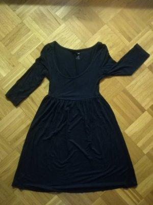 Schwarzes A-Linien-Kleid