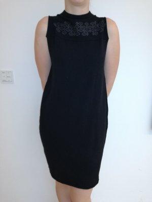 Schwarzes Abend Kleid mit Stickmuster