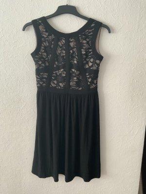 Schwarzes Abendkleid mit spitze im oberen Bereich