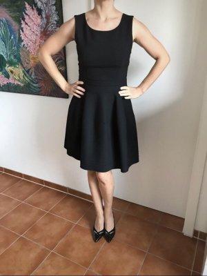Schwarzes Ärmelloses HUGO Kleid