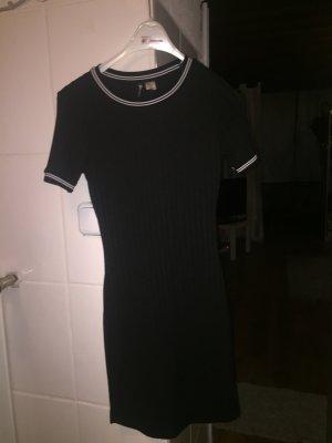 Schwarzes ärmelloses Kleid