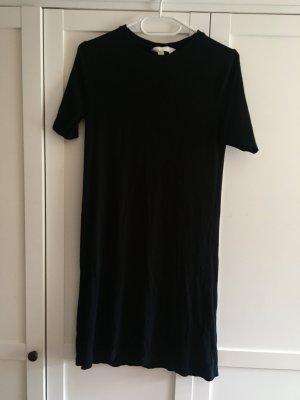 Schwarzes Basic-Kleid