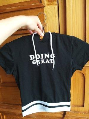 schwarzes Bauchfreies T-shirt mit Kapuze